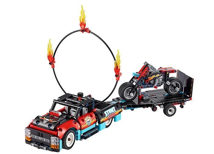 LEGO_Technic_Camion_si_motocicleta_pentru_cascadorii_LEGO_42106_6