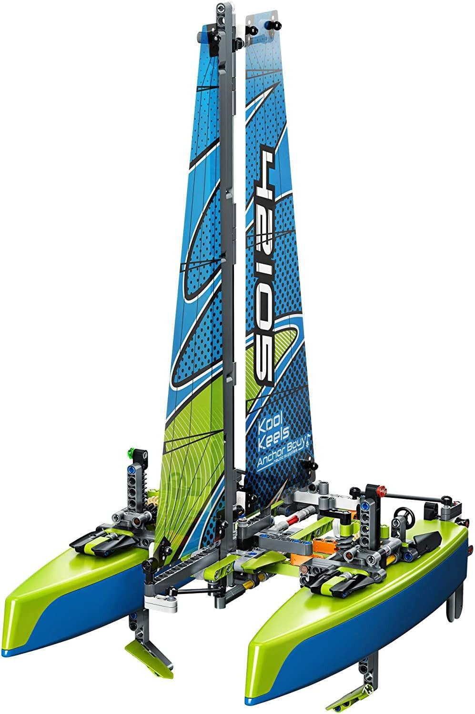 LEGO_Technic_Catamaran_LEGO_42105_3