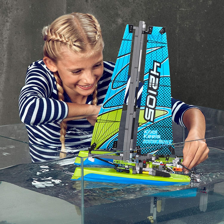 LEGO_Technic_Catamaran_LEGO_42105_4