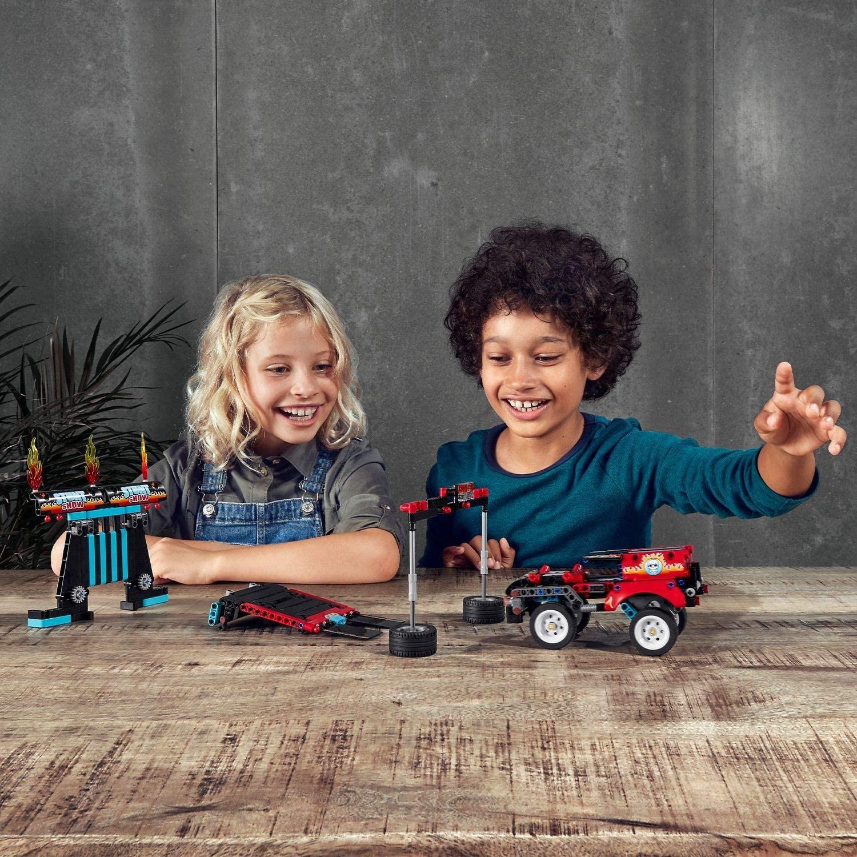 LEGO_Technic_Camion_si_motocicleta_pentru_cascadorii_LEGO_42106_4